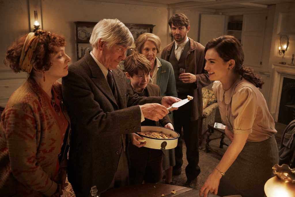 Guernsey Literary and Potato Peel Pie Society 1